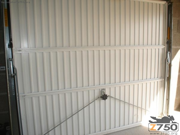 S curit blinder une porte de garage suite cambriolage for Systeme de fermeture de porte de garage