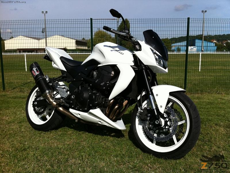 Kawasaki Z750 blanc toutes options TBE de 2011 occasion moto 80 Somme